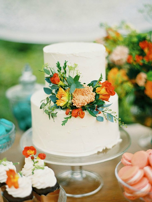 wedding cake adorned with fresh flowers is such a sweet touch! I ...