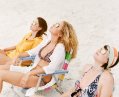How to Throw a Tropical Bachelorette Party