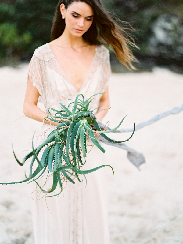 Organic Wedding Bouquet | Minimalist and Organic Coastal Wedding Ideas from Jasmine Pettersen Photography