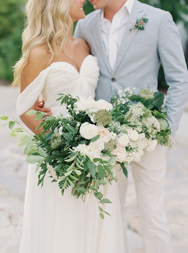 Chic and Stylish Florida Anniversary Ideas | Romantic Vow Renewal Wedding Inspiration in Florida from Simply Sarah Photography