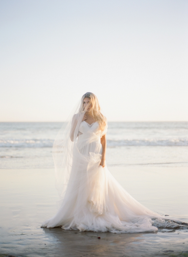 Veil and Wedding Dress | Malibu Seaside Inspired Bridal Editorial by Jeremy Chou Photography