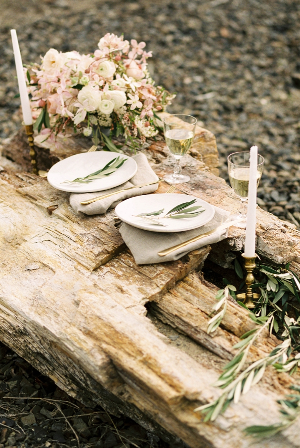 Organic Tabslecape Inspiration | Desert and Sage Organic Wedding Inspiration from Kerry Jeanne Photography