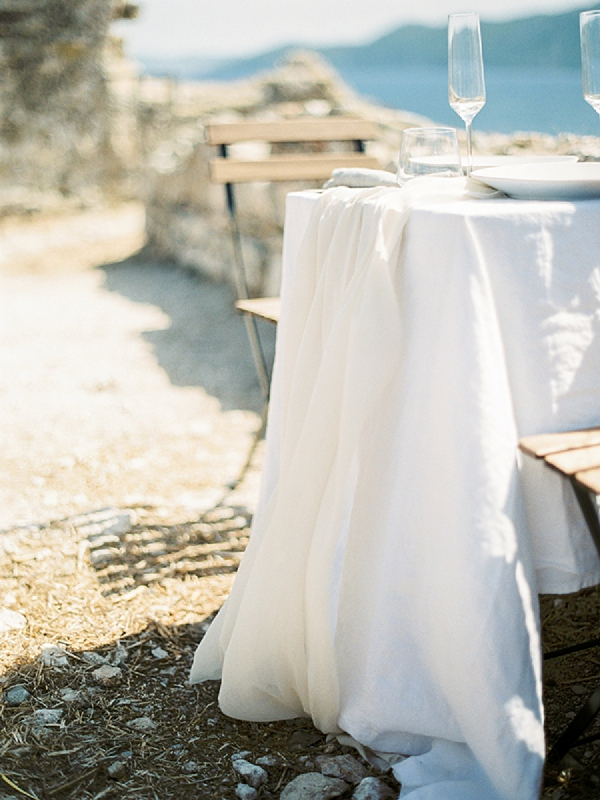 Bride and Groom Table | Elopement Inspiration at Methoni Castle, Greece | Elisabeth Van Lent Photography
