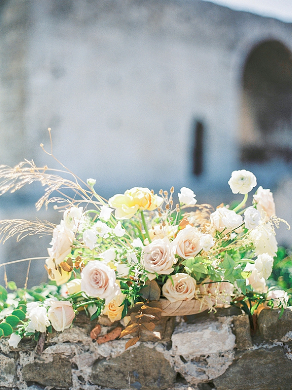 Floral Centerpiece | Elopement Inspiration at Methoni Castle, Greece | Elisabeth Van Lent Photography