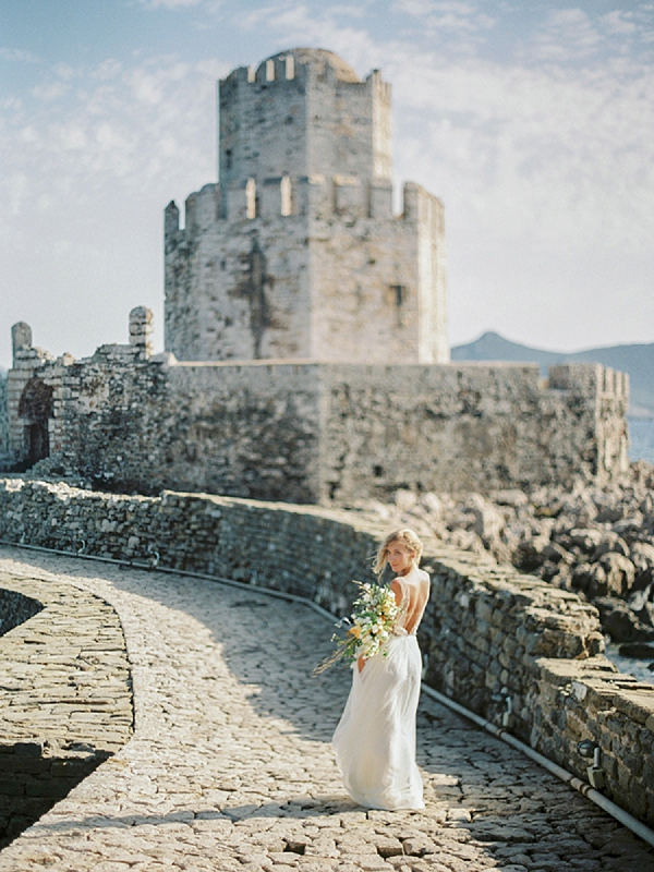 Bride with Bouquet | Elopement Inspiration at Methoni Castle, Greece | Elisabeth Van Lent Photography