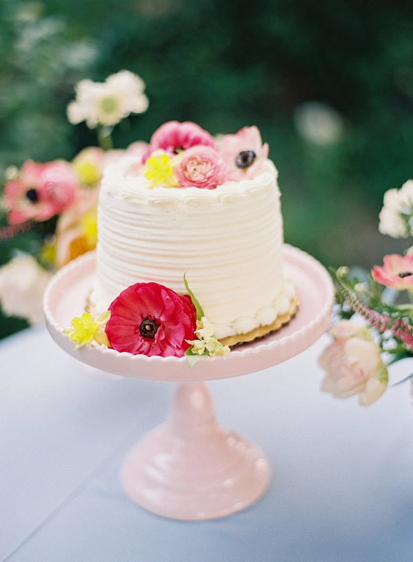 Single Layer Wedding Cake on Pink Stand | Monet Garden Wedding Inspiration by Nathalie Cheng