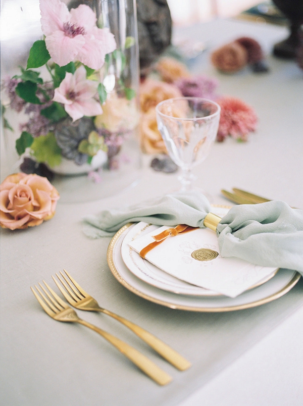 Beautiful French Inspired Place Setting | Jenzel Velo Photography from the Sylvie Gil Workshop in France