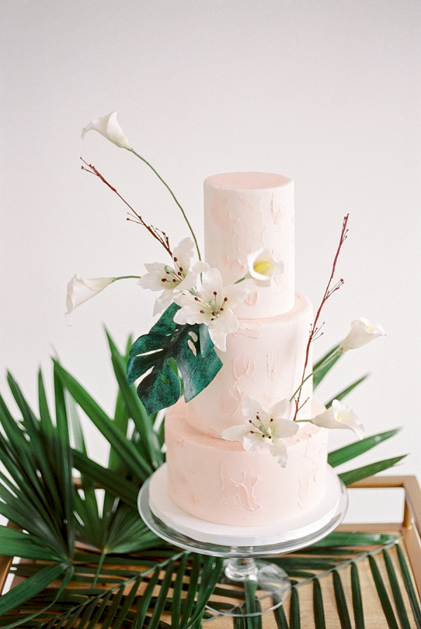 Chic Tropical Wedding Cake | Indoor Tropical Wedding Inspiration by Kerry Jeanne Photography