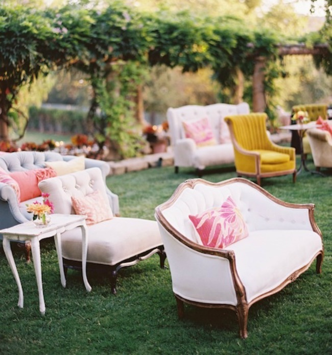 Ceremony-Seating-Vintage-Style