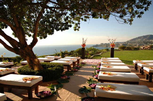 Tropical-Ceremony-Seating