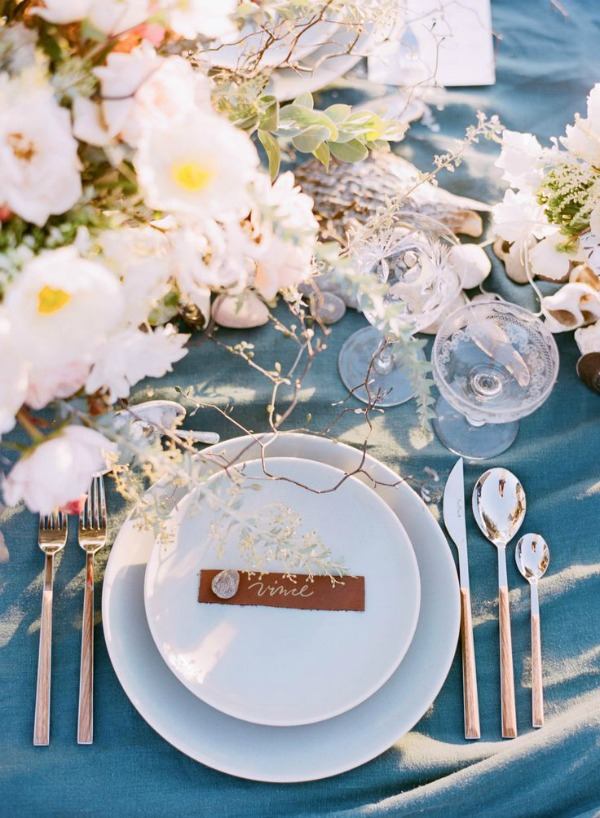 10 Place Setting Ideas For A Tropical Wedding