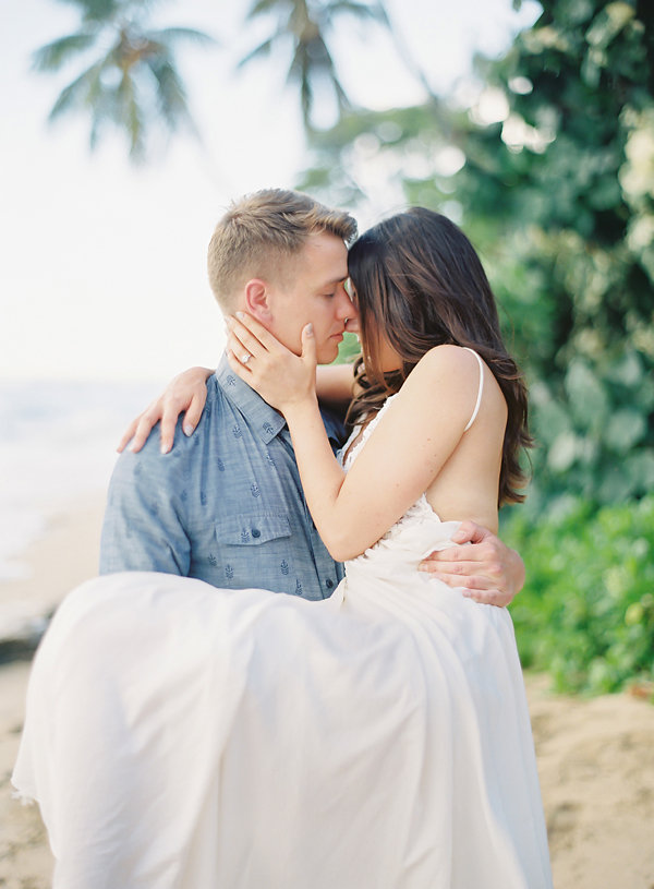 Romantic Oahu Love Session | Photography By The Great Romance