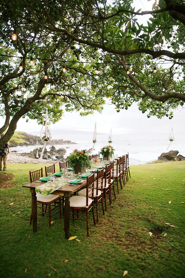 Tablescape | Retro Tropical Hawaii Wedding from Jessica Beneteau of Anna Kim Photography