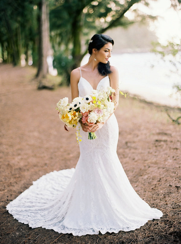 Classic Bride with Bouquet in Hawaii | Elegant Hawaii Bridal Inspiration | Anna Peters Photography