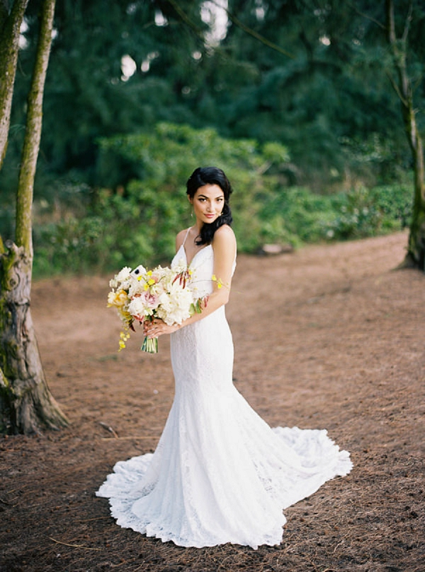 Bride with Bouquet in Hawaii | Elegant Hawaii Bridal Inspiration | Anna Peters Photography
