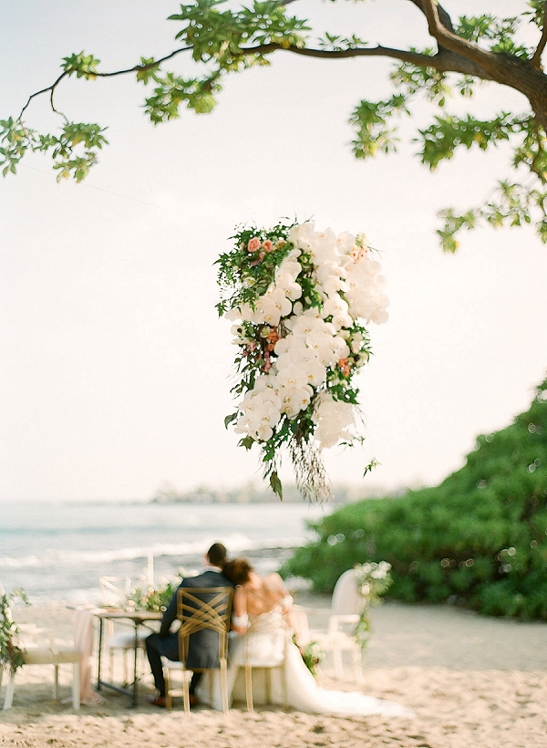 Stunning Tropical Hawaii Backdrop | Elegant Seaside Wedding Inspiration In Hawaii from Bonphotage