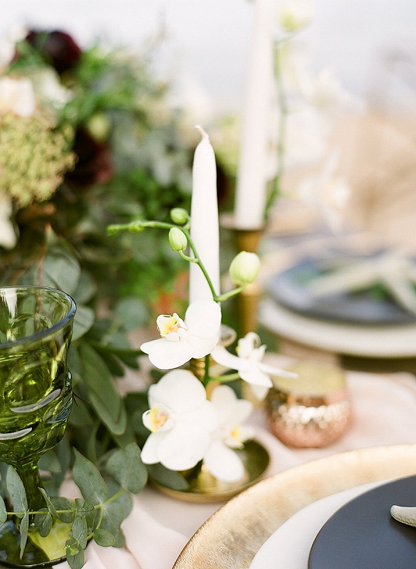 Pretty Tropical Wedding Tablescape | Elegant Seaside Wedding Inspiration In Hawaii from Bonphotage