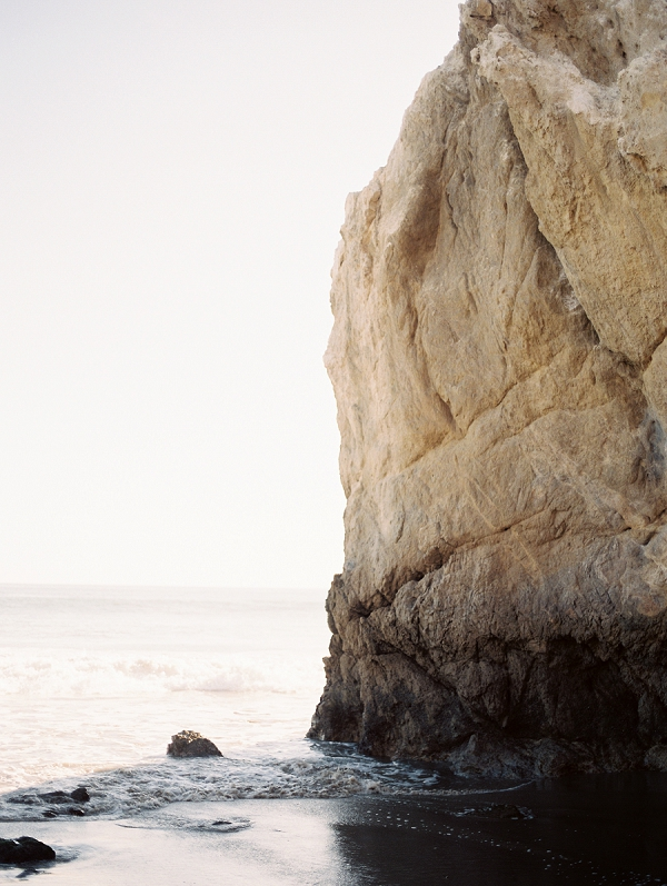 Coastal Setting | Malibu Seaside Inspired Bridal Editorial by Jeremy Chou Photography