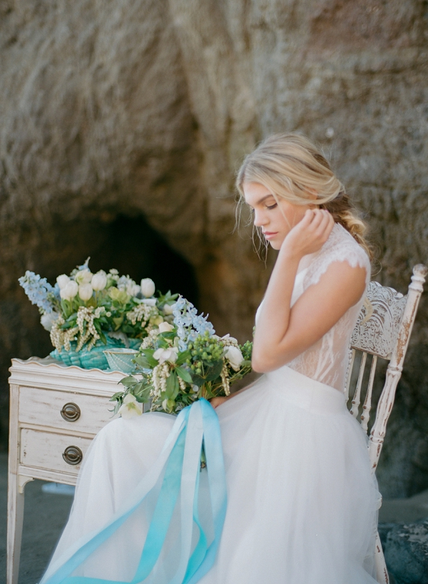 Blue and White Seaside Palette | Malibu Seaside Inspired Bridal Editorial by Jeremy Chou Photography