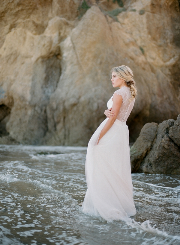 Coastal Bridal Editorial | Malibu Seaside Inspired Bridal Editorial by Jeremy Chou Photography
