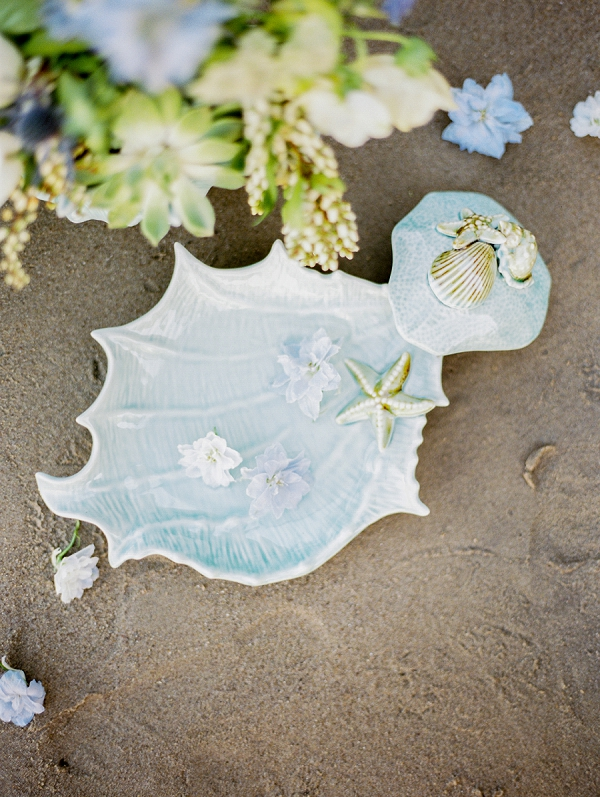Seashells and Flowers | Malibu Seaside Inspired Bridal Editorial by Jeremy Chou Photography