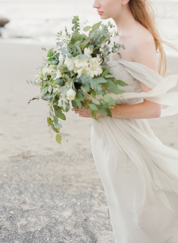 Green and White Bouquet | Serene Coastal Bridal Session By Jeanni Dunagan