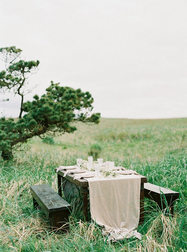 Rustic and Organic Tablescape | Romantic Wedding Inspiration on the Oregon Coast from Cassie Valente Photography