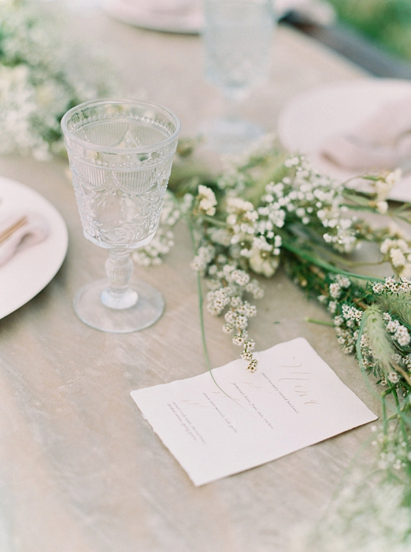 Organic Tablescape | Romantic Wedding Inspiration on the Oregon Coast from Cassie Valente Photography