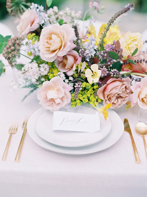 Place Setting and Centerpiece | Modern Chic Garden Wedding Inspiration by Jenna McElroy Photography