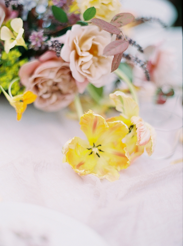 Spring Blooms | Modern Chic Garden Wedding Inspiration by Jenna McElroy Photography