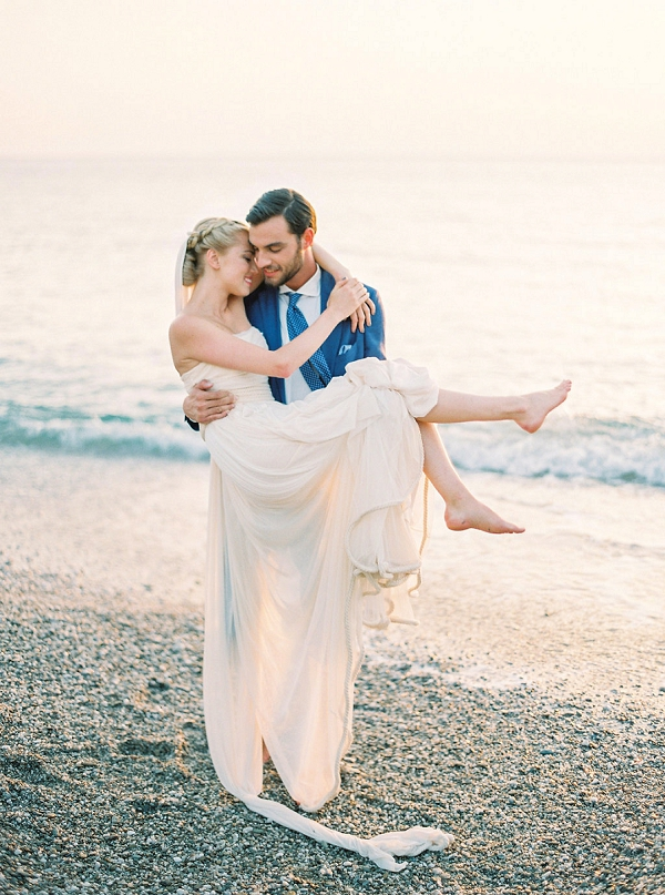 Bride and Groom Elope in Greece | Seaside Elopement Inspiration by Darya Kamalova of Thecablookfotolab