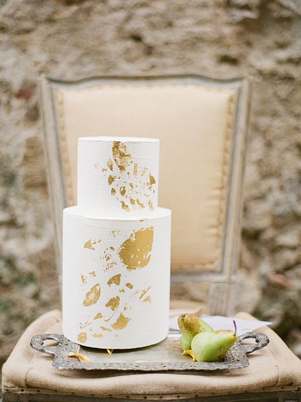 Modern Two Tier Wedding Cake | Lost In Spain Wedding Editorial with Elisabeth Van Lent Photography